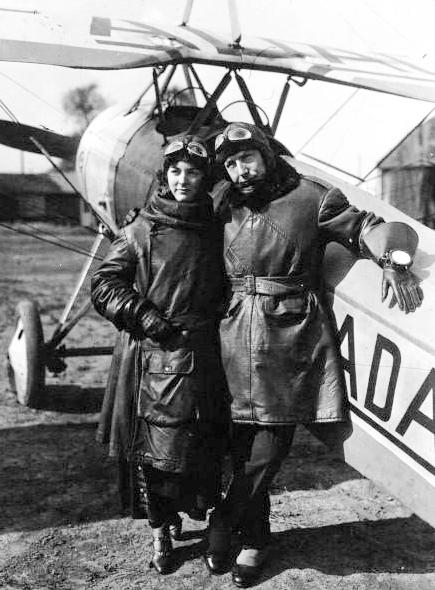 Charles_Nungesser_et_sa_fiancée_-_Morane,_1923